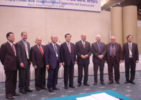 Group photo at the Seoul Pugwash Conference