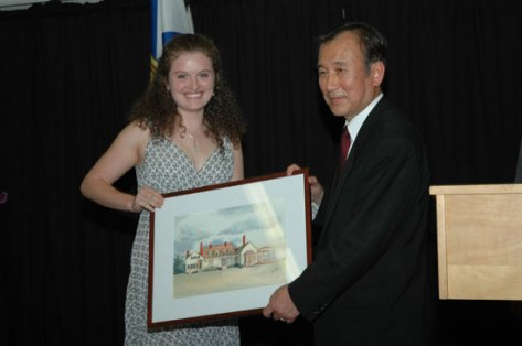 Hiroshima Mayor Akiba presented with drawing of Thinker's Lodge