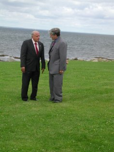 Pugwash President M.S. Swaminathan and Sen. Romeo Dallaire on the lawn at Thinker's Lodge