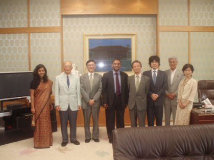 Mr. Jayantha Dhanapala with Mr. Satsuki Eda, President, House of Councillors, Upper House, National Diet of Japan, Mr. Toshio Ogawa, Member, House of Councillors, Japan and members of Pugwash Japan, on 4th August 2008